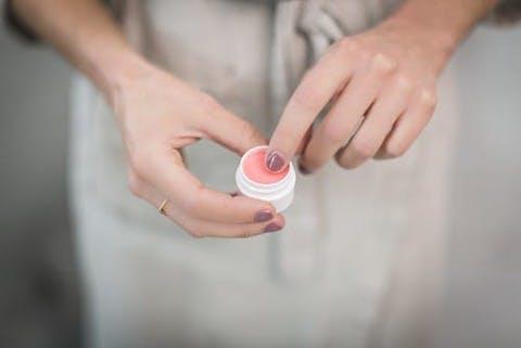 香水が苦手な人も使えるおすすめの練り香水8選!