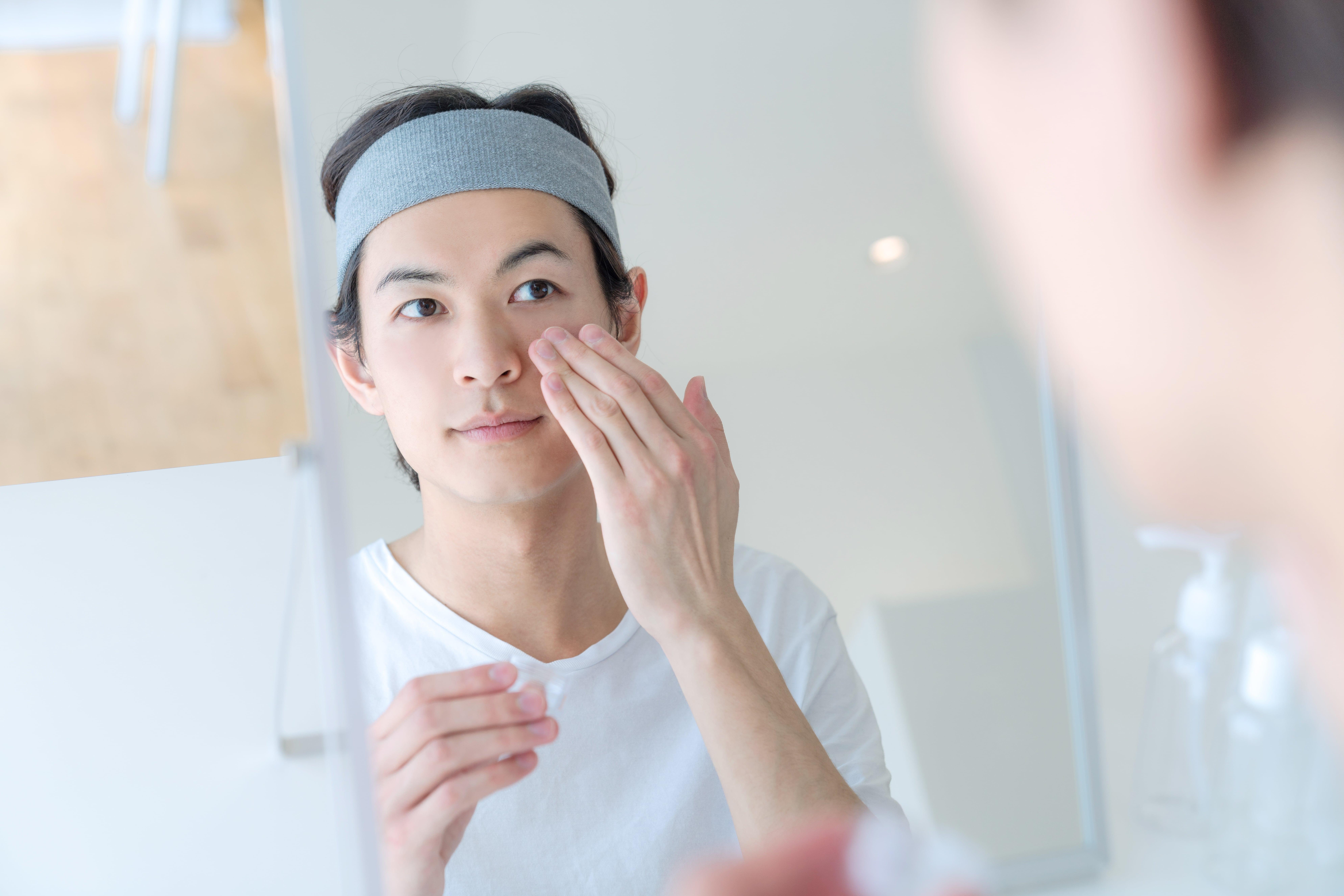 顔のテカリを防止する方法とテカる原因【メンズ必見】